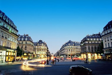 Bee Formation Paris